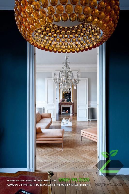 アパートのインテリアデザインの新古典主義とモダンスタイルの調和のとれた組み合わせ