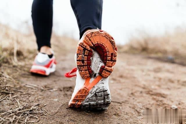 歩くのは、痔の改善にとても良いです