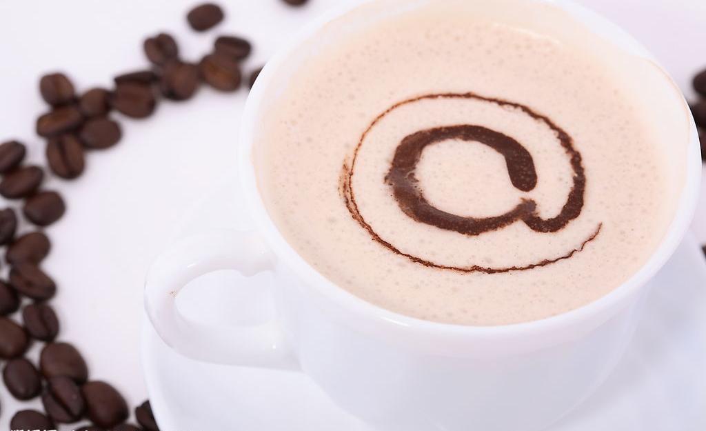 コーヒーはきれいで美味しそうに見えるけど、逆流性食道炎を作り出す!