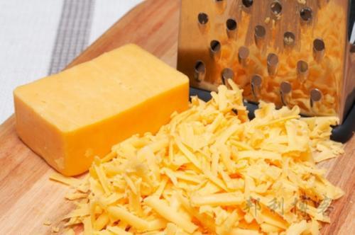 チーズなどの乳製品は体内の冷えを作り出すので、食べないでください