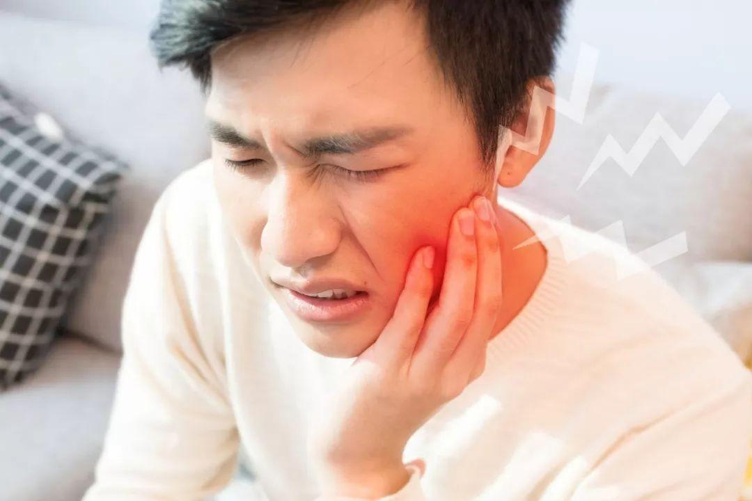 口の中を噛むのは、経絡の病気である