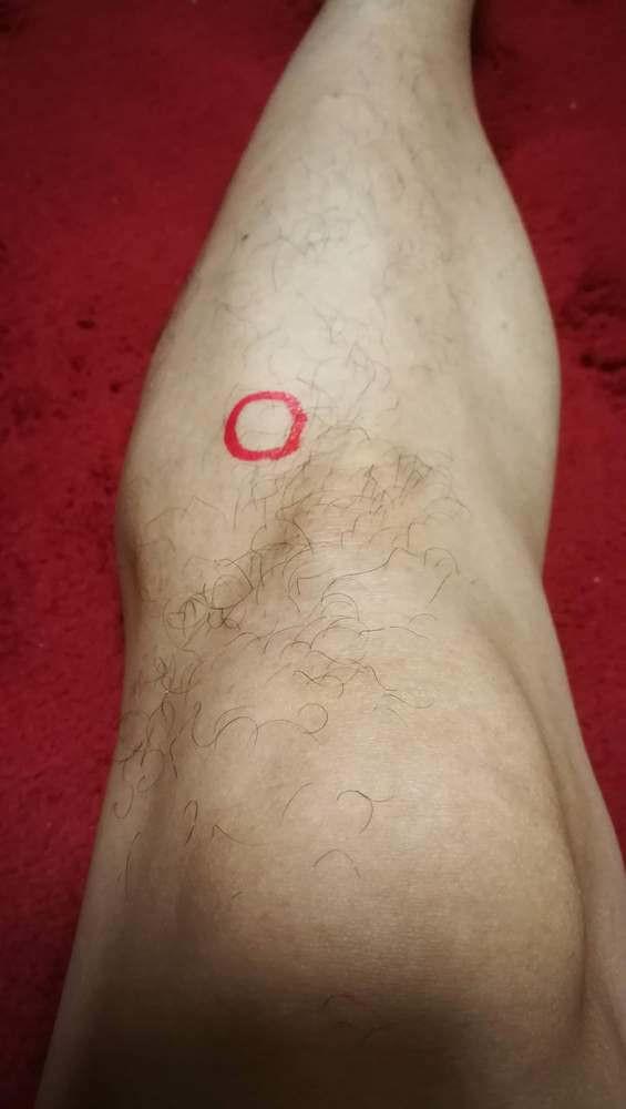 足三里の位置:膝皿の下縁から自分の指4本下、脛骨の外側