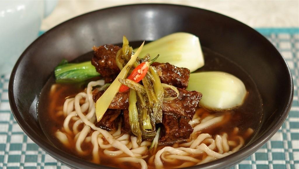 台湾の代表的な麺類:牛肉麺