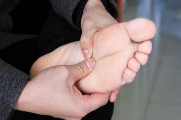 糖尿病、西洋医学の治療で足の感覚がなくなった患者さん