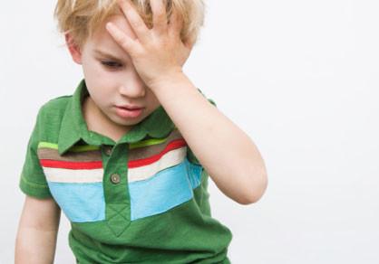 子供のおでこが痛い頭痛は、便秘と関連性がある