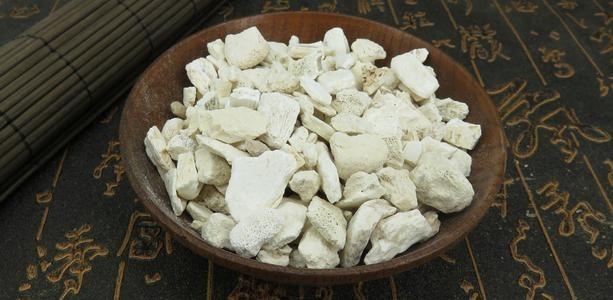 竜骨(りゅうこつ):中医学の言葉でいうと、作用は「収浮陽」。浮いた陽気を戻す大事な生薬