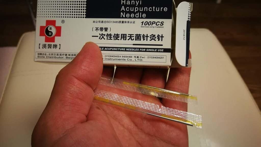 李哲鍼灸院の鍼は使い捨てタイプで、出荷状態では1本ずつパッケージされています。