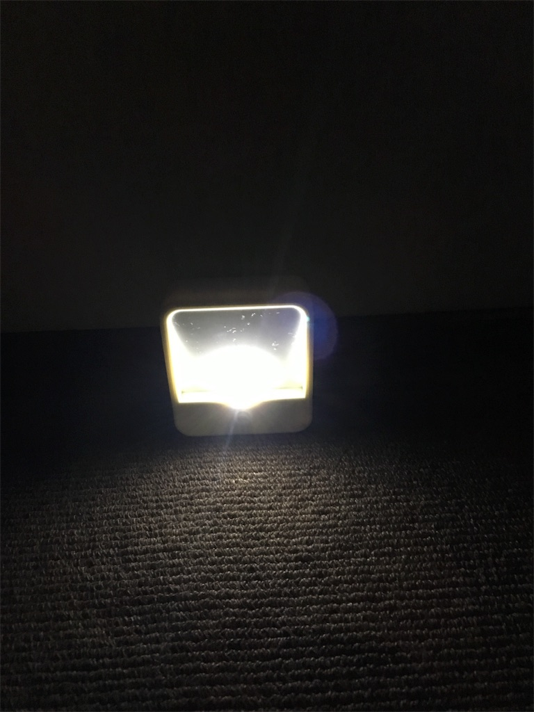 LEDモーションセンサーライト_点灯