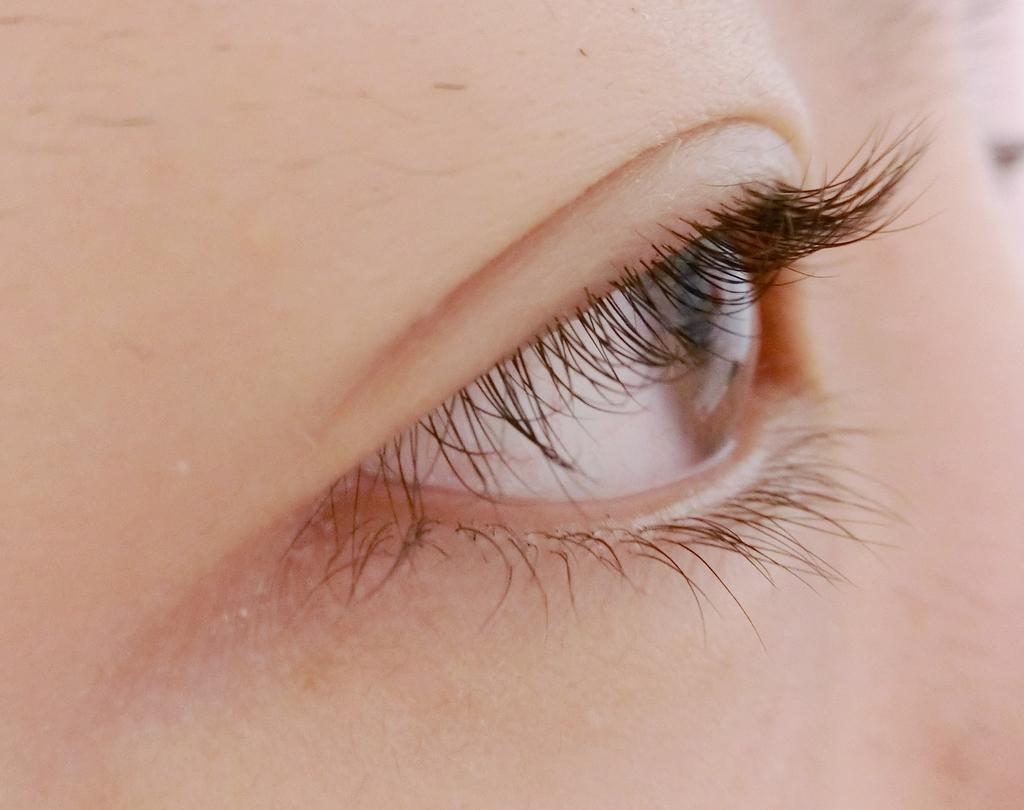 まつ毛パーマ3週間目すっぴん横の目の画像