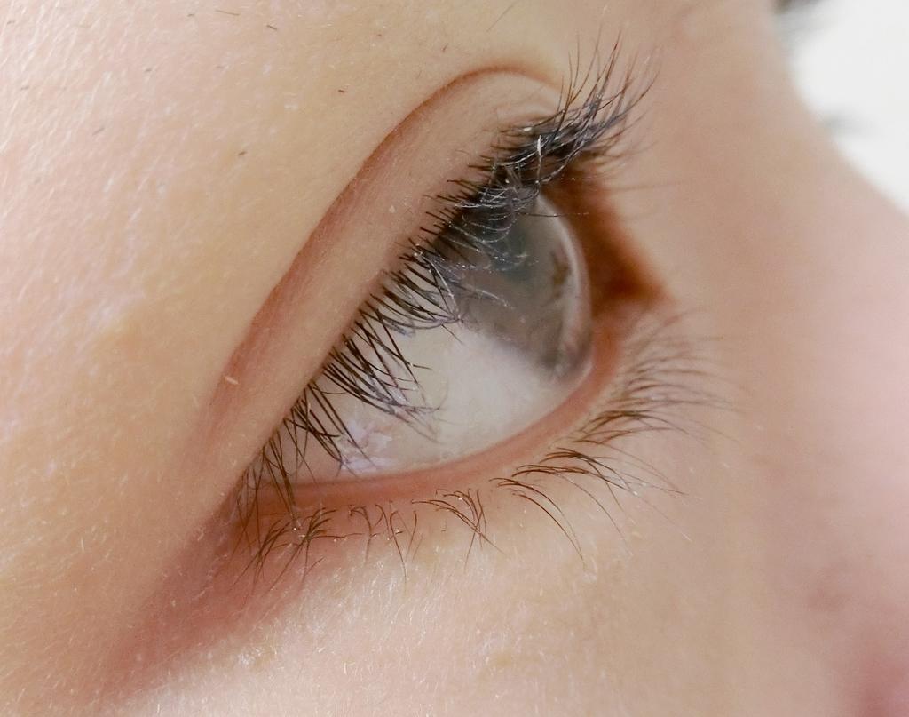 まつ毛パーマ5週間目すっぴん横からの目の画像