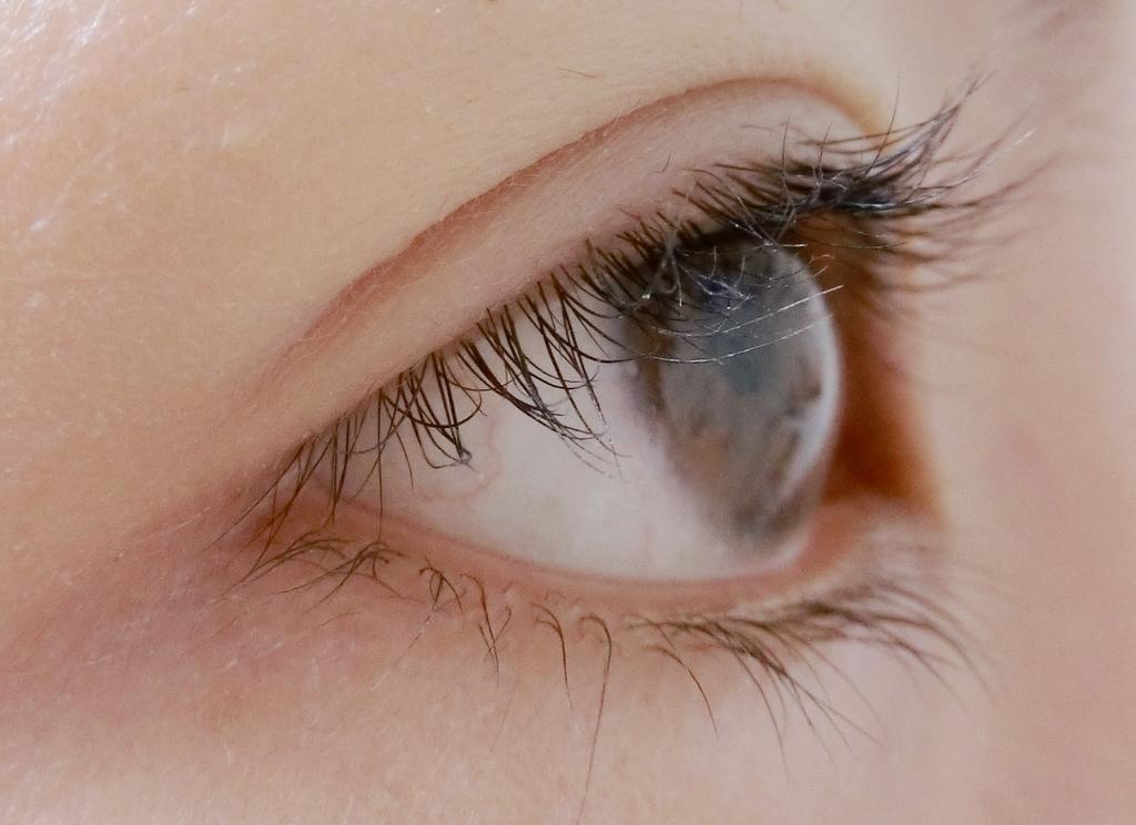 まつ毛パーマ8週間目すっぴん横からの目の画像