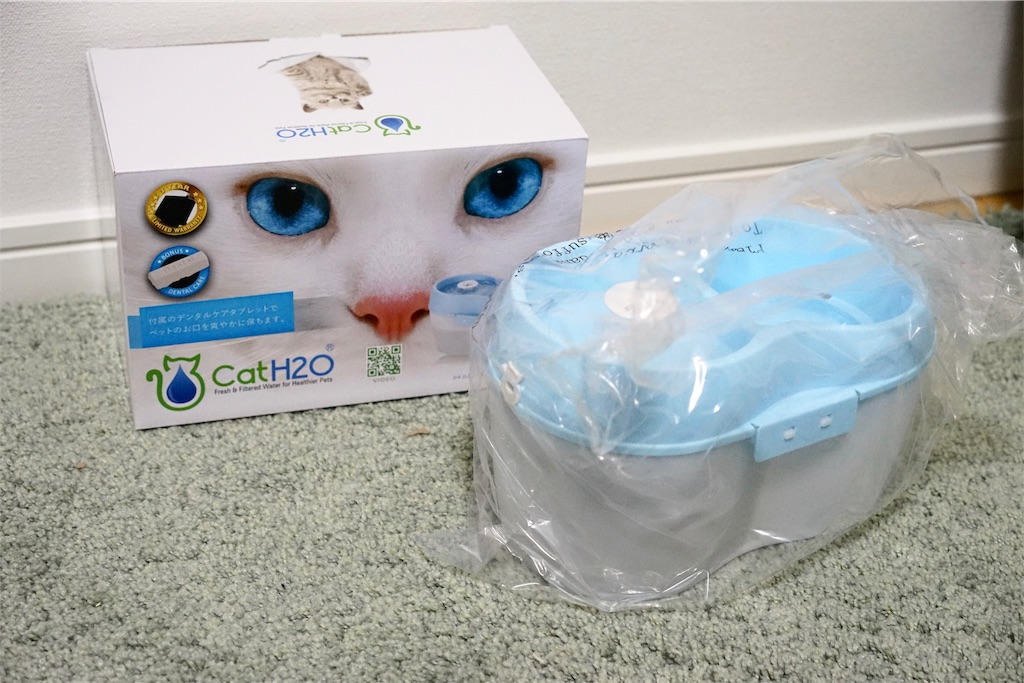 CatH2O自動水飲み器の箱と本体