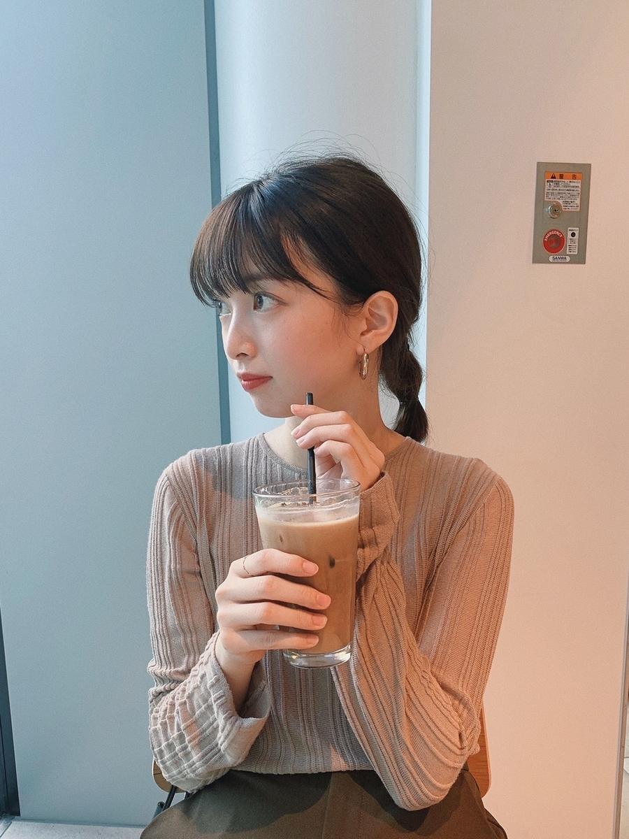 カフェでまったりしている赤坂さん