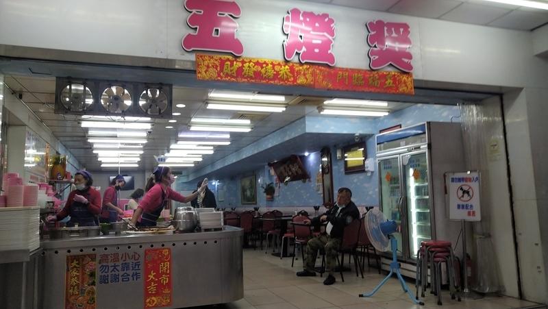 台北橋駅グルメ五燈獎滷肉飯1