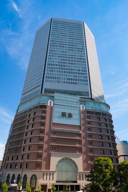 大阪の最高価格地点「阪急うめだ本店」駅前
