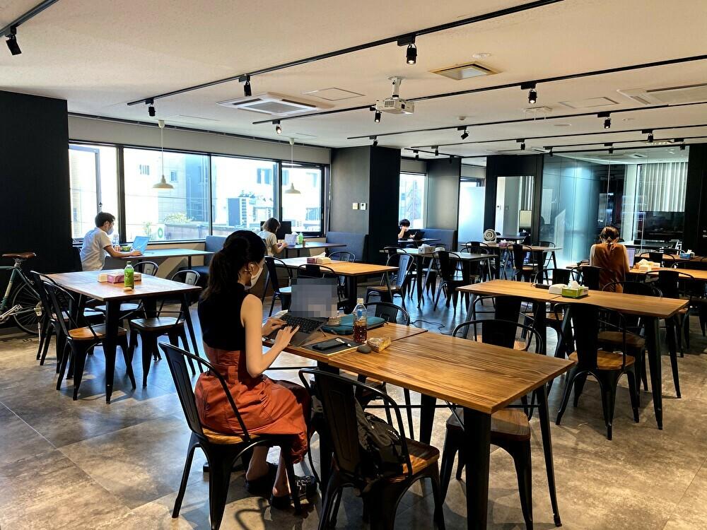 弊社オフィスのカフェスペース