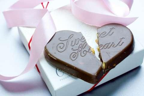 割れたハートのチョコレート