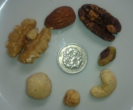 ミックスナッツ7種と100円玉比較