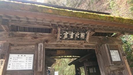 階段への入口