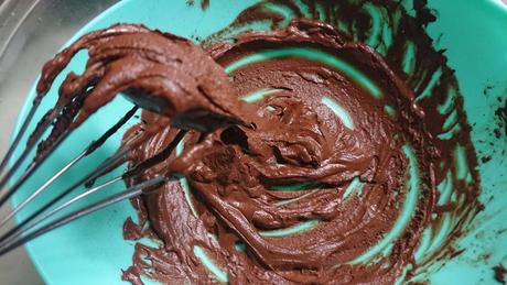 チョコムース作成中