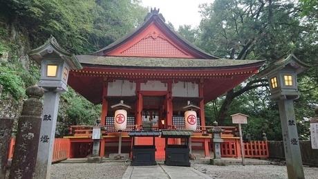奥社「厳魂神社」