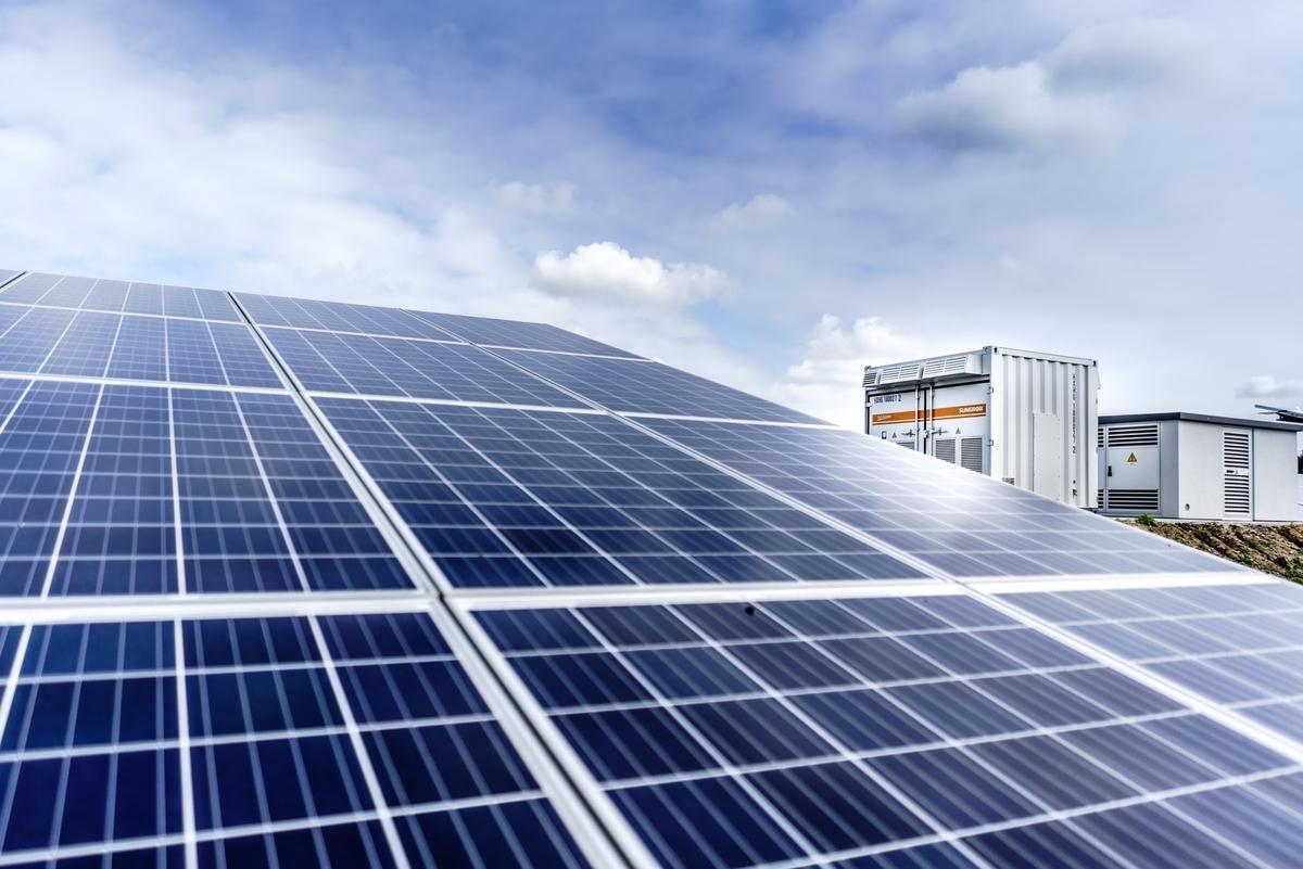 太陽光発電投資は稼げる?メリットや注意点を解説|投資がもっと楽しくなるメディア
