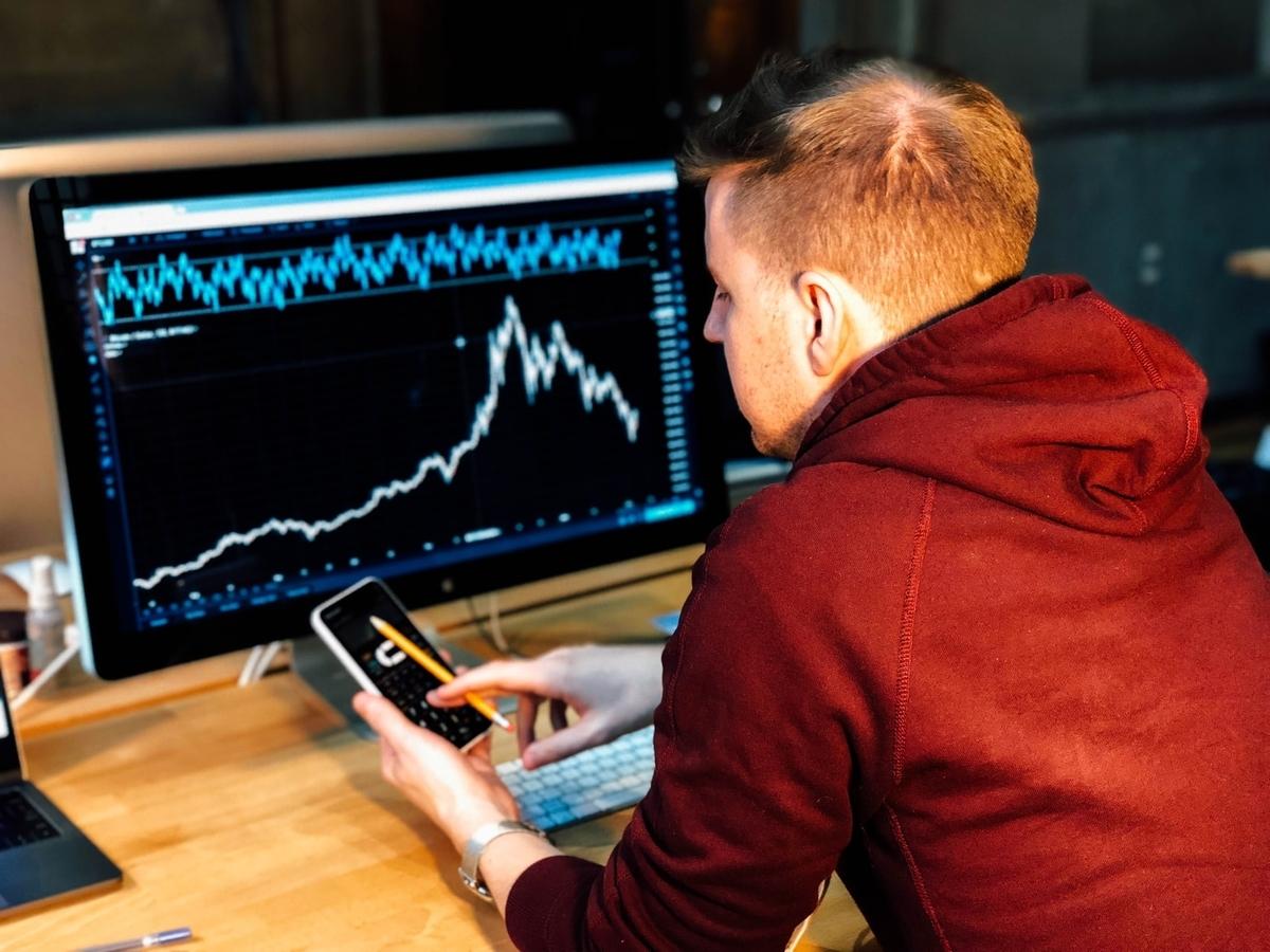 利回りは高いほど稼げる?投資リスクとの関連性とは?|投資がもっと楽しくなるメディア