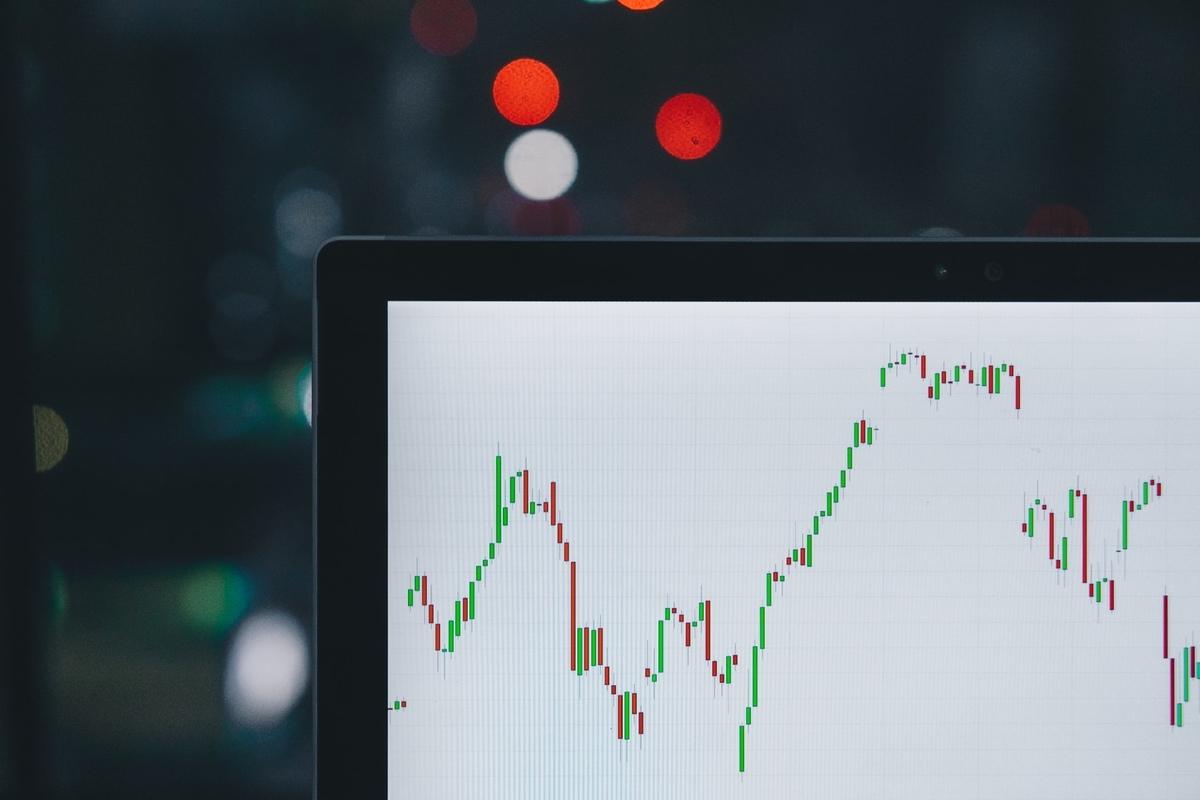 バリュー投資のメリットとは?割安銘柄で短期的な利益を得る|投資がもっと楽しくなるメディア