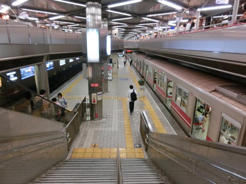 千里中央駅コンコース+ホーム