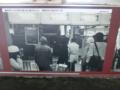 「豪雪のため列車の遅れを心配する人々。昭和59(1984)年12月」