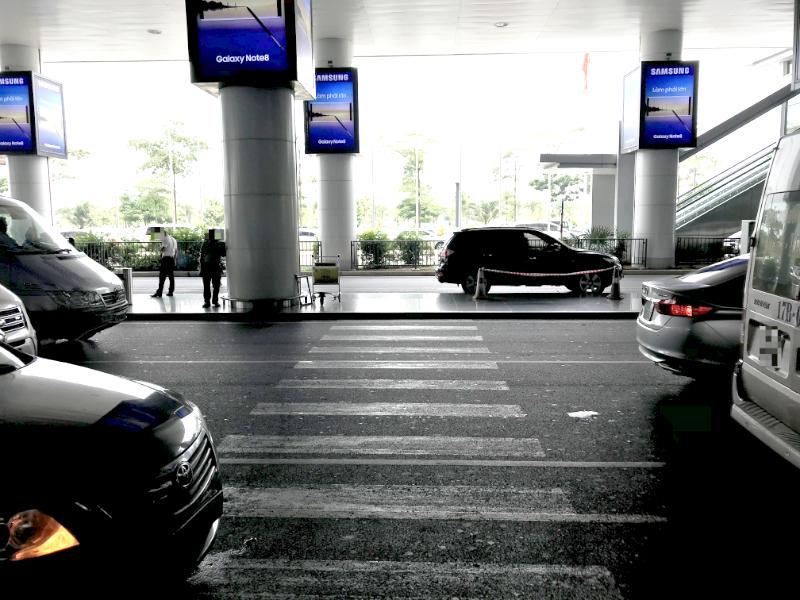 ノイバイ国際空港到着フロア