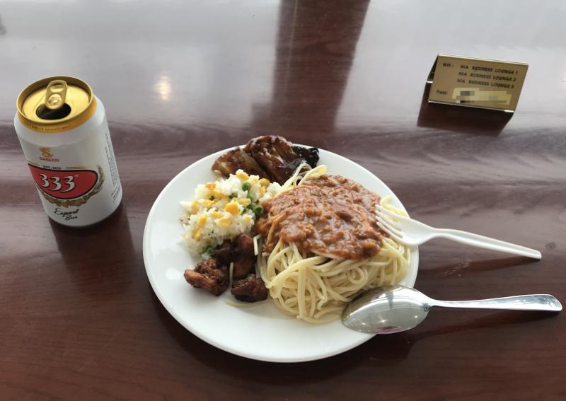 ビジネスラウンジ食事8