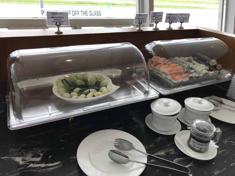 ビジネスラウンジ食事3