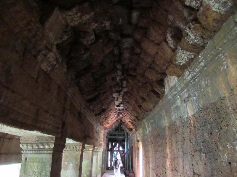 タ・プローム回廊内部
