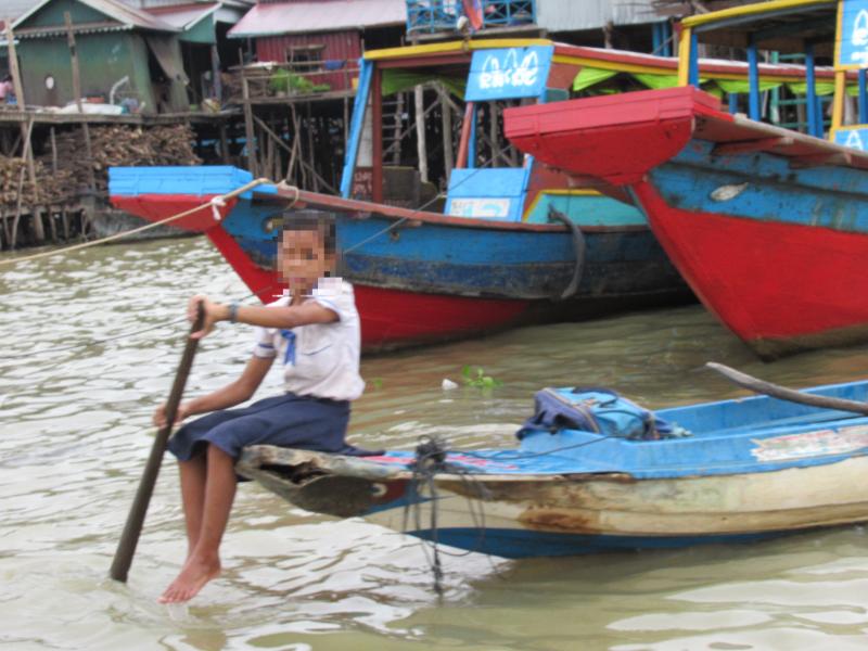 ボートの上の少女