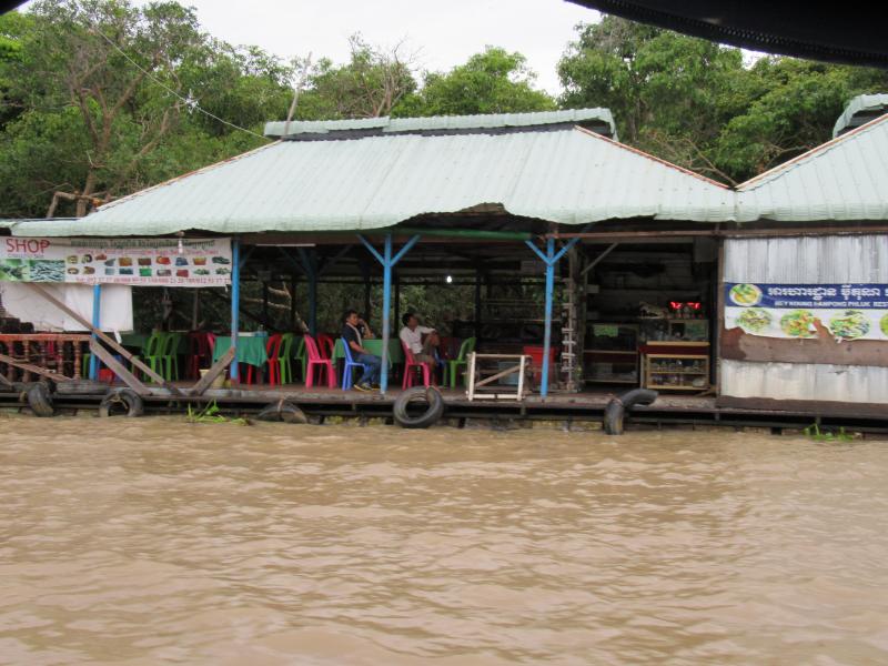 湖上のレストラン