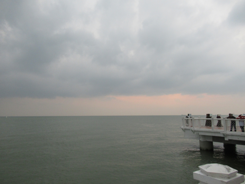 水上モスクからマラッカ海峡