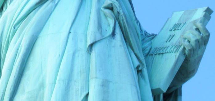 自由の女神像左手