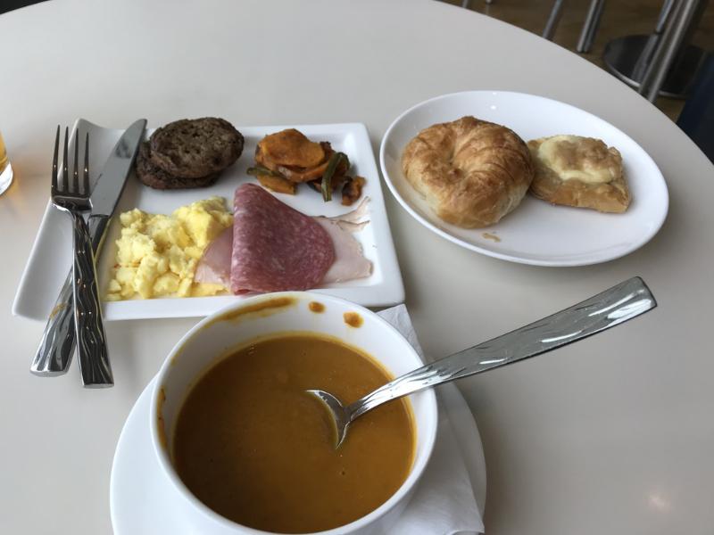 ルフトハンザラウンジ食事2
