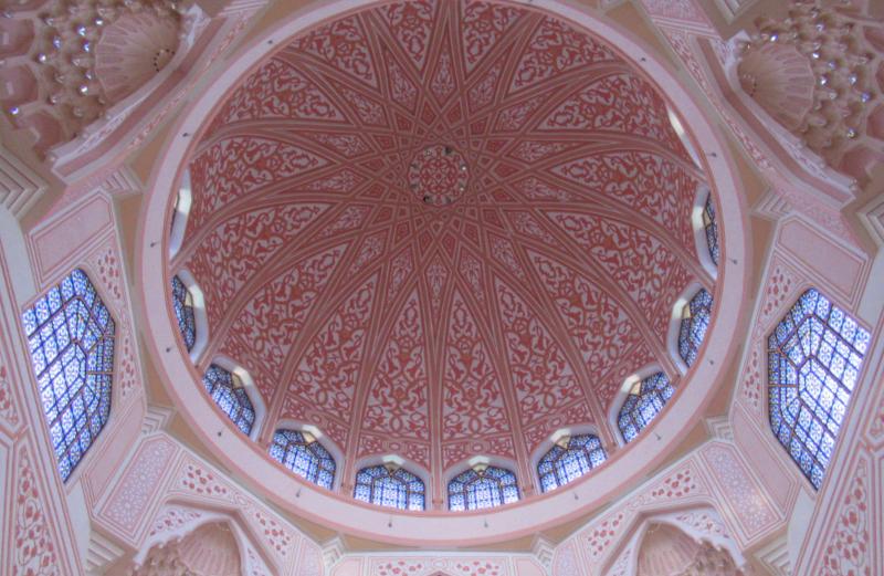 ピンクモスクドームの内側
