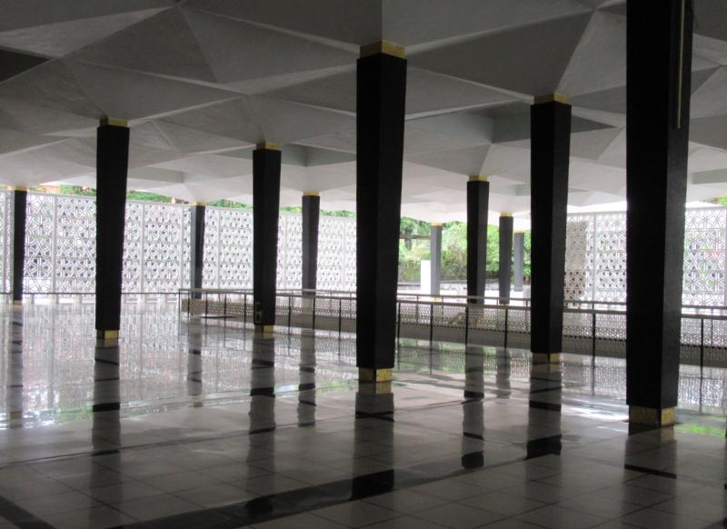 国立モスク内部