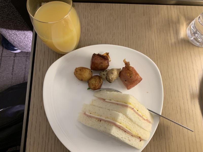 アシアナ航空ビジネスクラスラウンジ食事