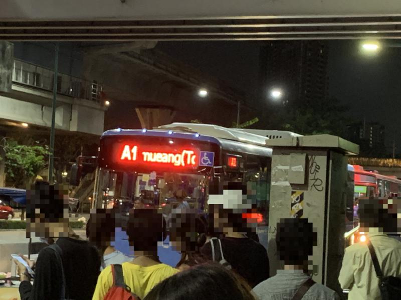 モーチット駅バス乗場