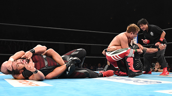 YOSHI-HASHIのバタフライロックと石井智宏の胴締めスリーパー