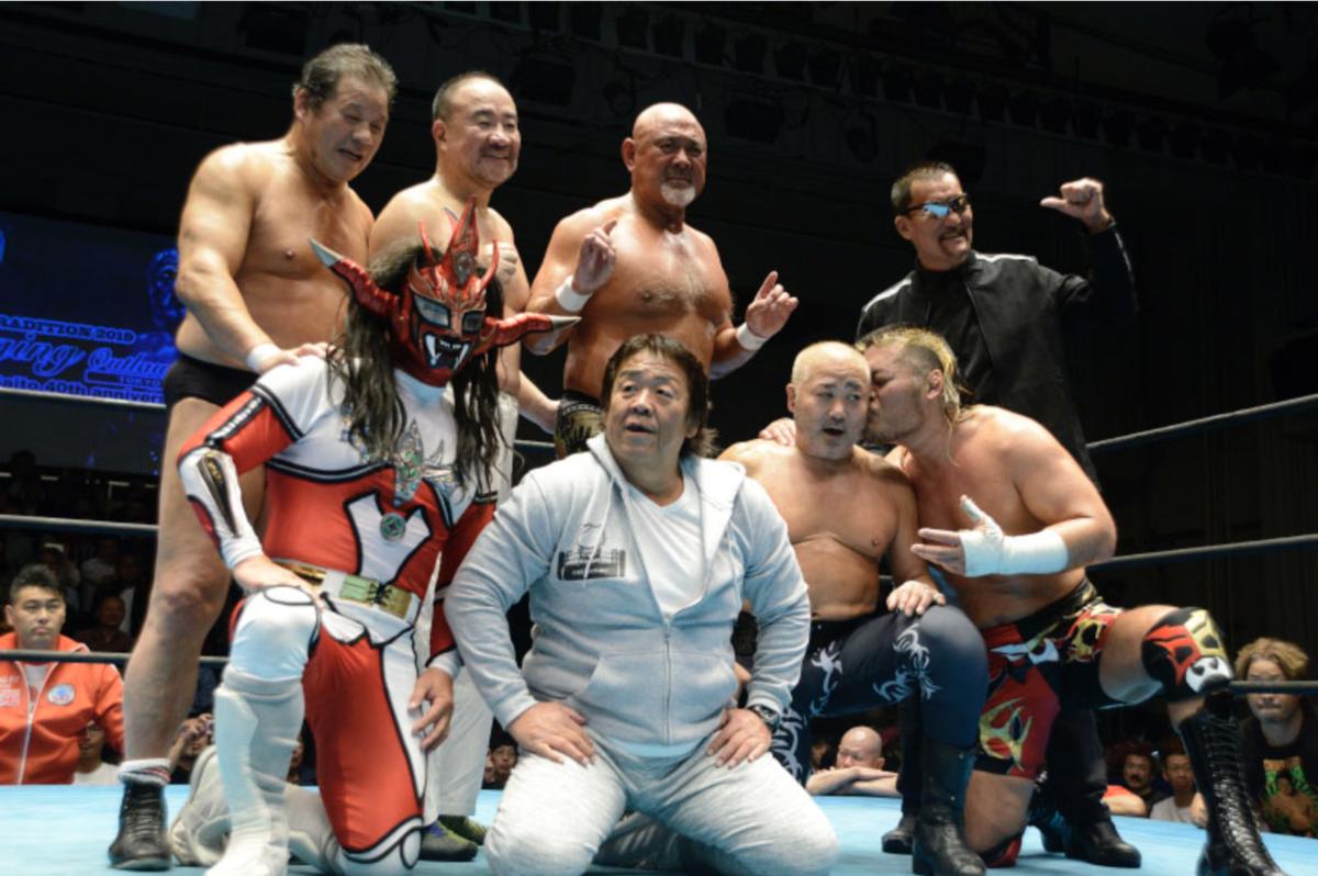 ヒロ斉藤40周年記念試合後の記念撮影