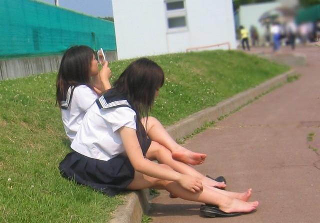 学校裸足女子