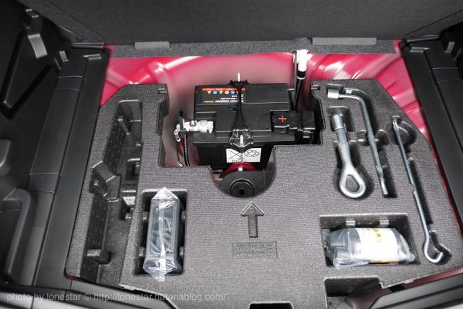 新型ノート 荷室 バッテリー