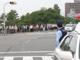 その頃、行列は河合橋の西詰まで伸びていた(6:40頃)。