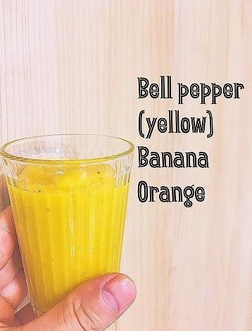 黄色のファイトケミカル、フラボノイドが含まれるオレンジのスムージー