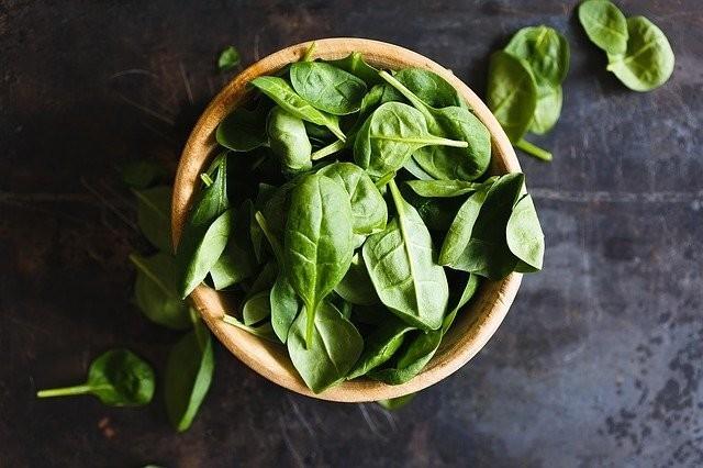 ニキビを抑制・治療するために重要な栄養素